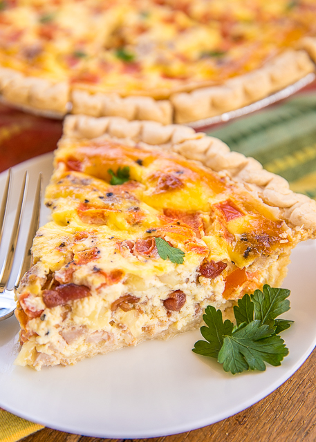 Kentucky Hot Brown Quiche - quiche loaded with turkey, tomatoes, bacon and swiss. Can make ahead of time and freeze for later. All the flavors of a Kentucky Hot Brown Sandwich in quiche form!!! Pie crust filled with turkey, bacon, tomatoes, swiss cheese, eggs, heavy cream and sour cream. Great for breakfast, lunch or diner! YUM! #quiche #freezermeal #turkeyrecipe