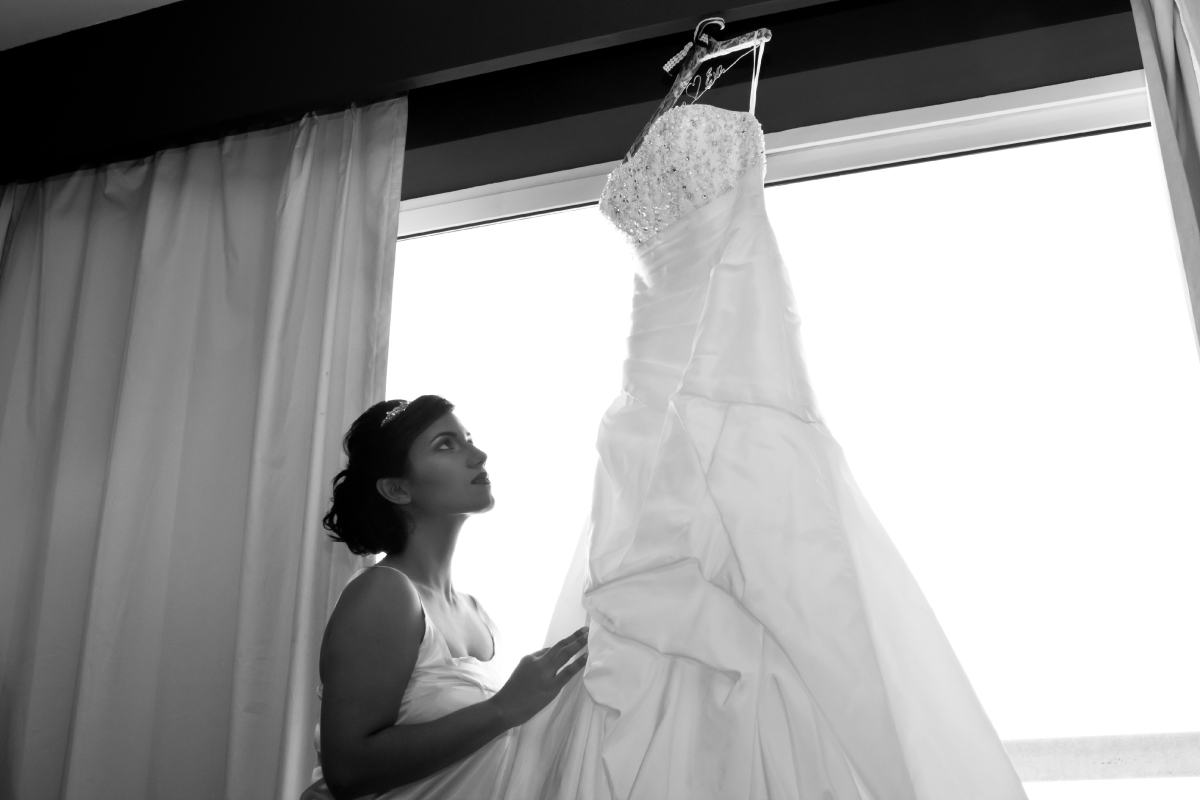 Fotografía vestido de novia en su pre boda, fotógrafo profesional en Medellín