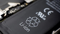 Smaltire le batterie al litio di smartphone e portatili