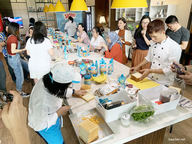 Busy, competition between Chef Leah Choy and Chef Jie Low on-going