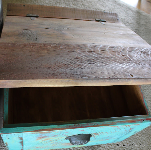 end table, side table, storage, drawer, repurposed, salvaged wood, beyond the picket fence, http://bec4-beyondthepicketfence.blogspot.com/2013/09/drawer-side-table.html