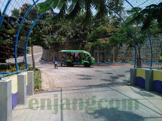 mobil angkutan pengunjung water park kediri
