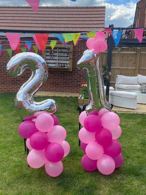 21 birthday balloons