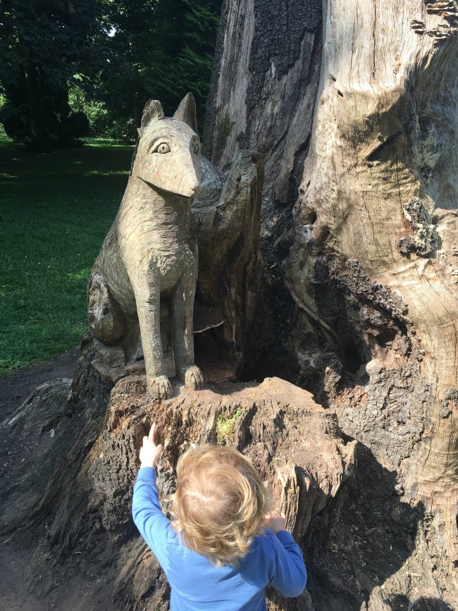 toddler-pointing-at-fox-tree-sculpture