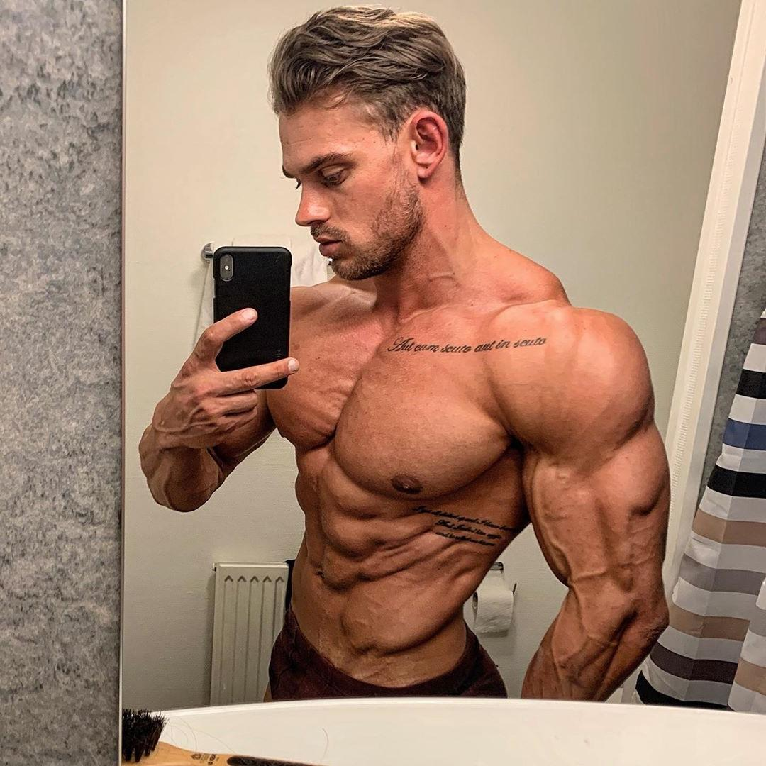 sexiest-mature-bodybuilders-shirtless-muscular-body-selfie-veiny-body-big-biceps-alpha-male-daddy