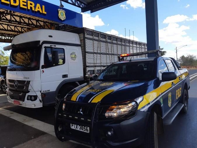 Caminhoneiro flagrado pela PRF com 420 comprimidos de rebite é indiciado por tráfico de drogas