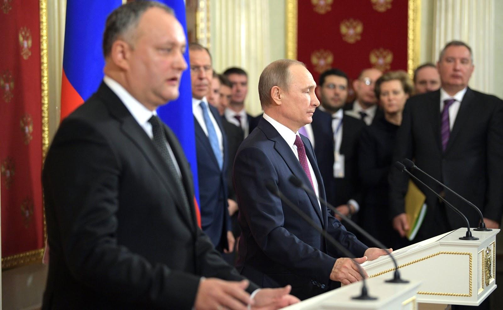 """Vladimiras Putinas: Žmonės, fabrikuojantys feikus kaip """"Trampo dosje"""", blogiau, negu prostitutės"""