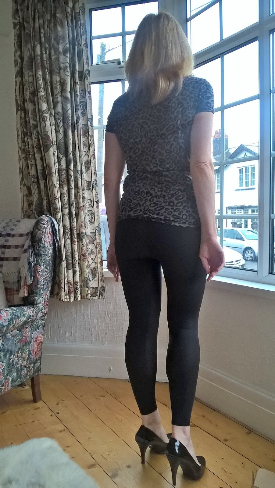 Linda Hobbis wearing Pertz leggings - rear shot