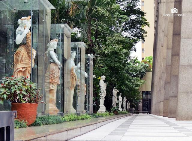 Vista lateral das Esculturas do Edifício Paulista 1000 - Bela Vista - São Paulo
