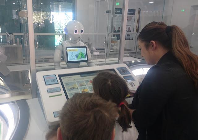 Niska, Melbourne, Pepper, robot, ice cream