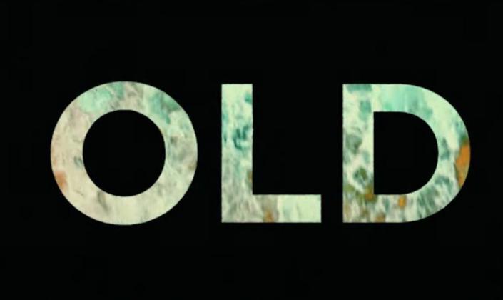 Imagem de capa: fundo preto com a logo do filme Old na qual as letras mostram uma imagem de praia.
