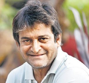 Mahesh Manjrekar Family Wife Son Daughter Father Mother Marriage Photos Biography Profile.
