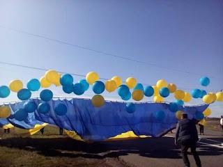 Під носом у терористів: на Донбасі яскраво відсвяткували День захисника України. Відео