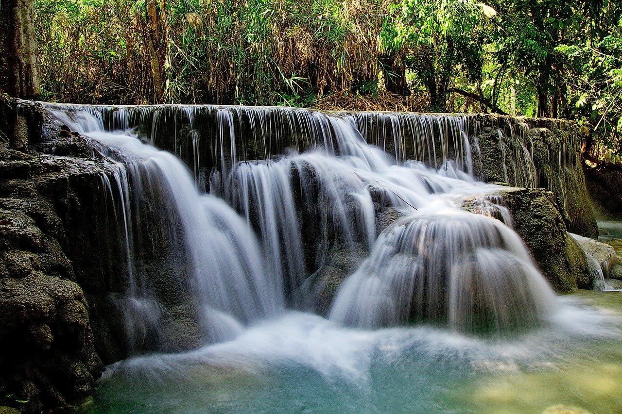 cachoeira com cascata de 2 metros