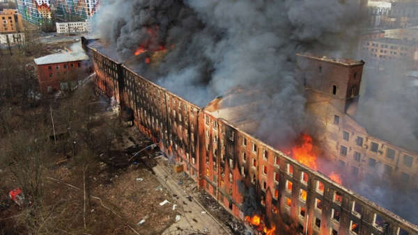 Breaking News:Fire destroys historic factory in St Petersburg. Forty people evacuated by firefighters