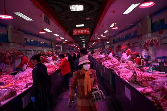 Xinfadi, el mercado de alimentos más grande de Pekín, fue cerrado ayer al detectarse el nuevo brote.