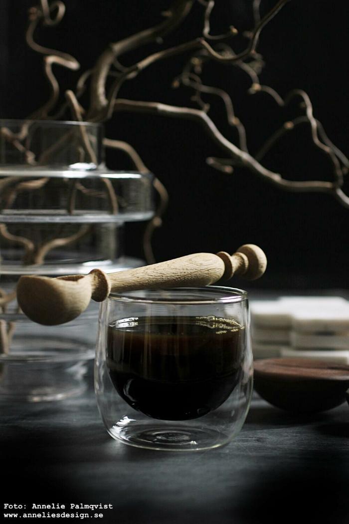 annelies design, webbutik, webshop nätbutik, inredingsbutik, varberg, kaffe, mugg, ormhassel, fotografi, kaffekopp, svart fågel, fåglar, vako, vas, glasunderlägg, marmor, kaffeböna, kaffebönor, dubbla glas