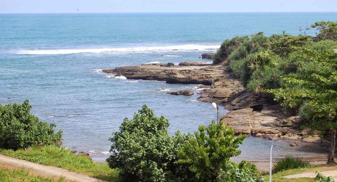 Objek Wisata di Pantai Cicalobak, Pantai Tanpa Pasir Di Kawasan Garut Selatan