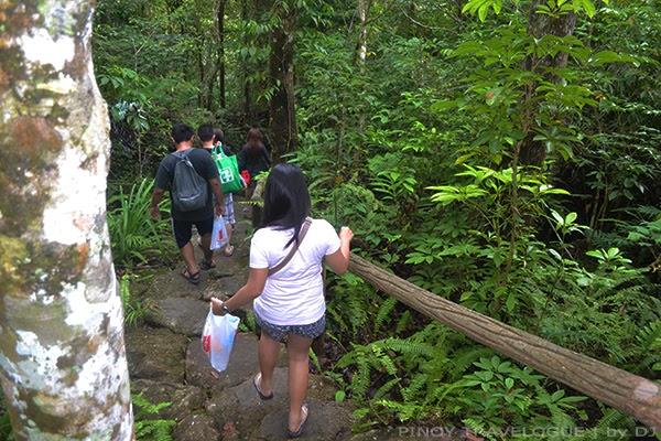 Short trek going to Balinsasayao Lake