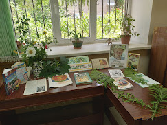 Украшение библиотеки до Зелених свят выставка бібліотека-філія №4 М.Дніпро