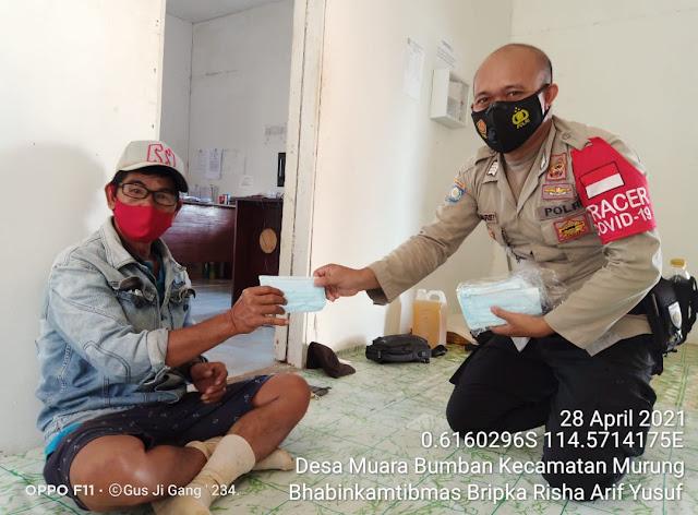 Polsek Murung Sosialisasikan Prokes Dan Bagikan Masker Ke Warga Desa Muara Bumban