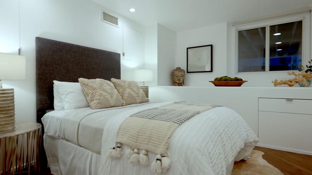 30 Photos vs. 1690 N Crescent Heights Blvd, Los Angeles, CA Interior Design Luxury Home Tour