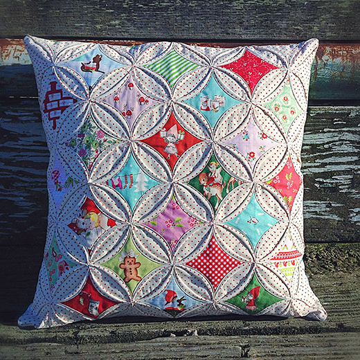 Cathedral Windows Quilt Pillow Free Tutorial