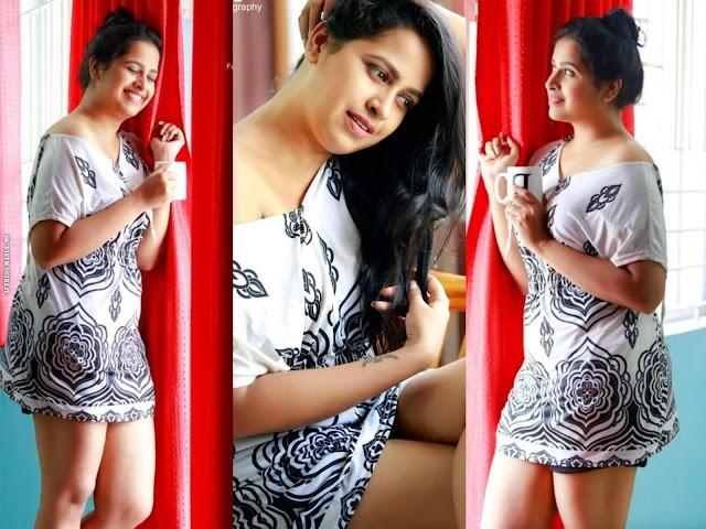 Sadhika Venugopal Hot Thighs Photos
