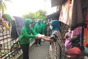 Persit Kartika Candra Kirana XV Kodim 0501/JP Bersama Koramil 04/Gambir Bagikan Makanan Untuk Berbuka Puasa