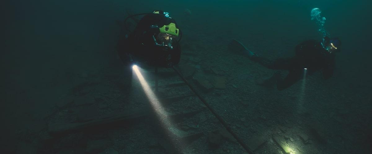 Первые кадры подводного хоррора The Deep House про блогеров и маньяка - 09