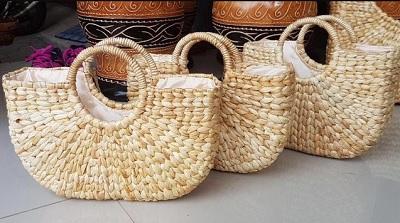 Kerajinan dari Bahan Dasar Serat Alam dan Tekstil