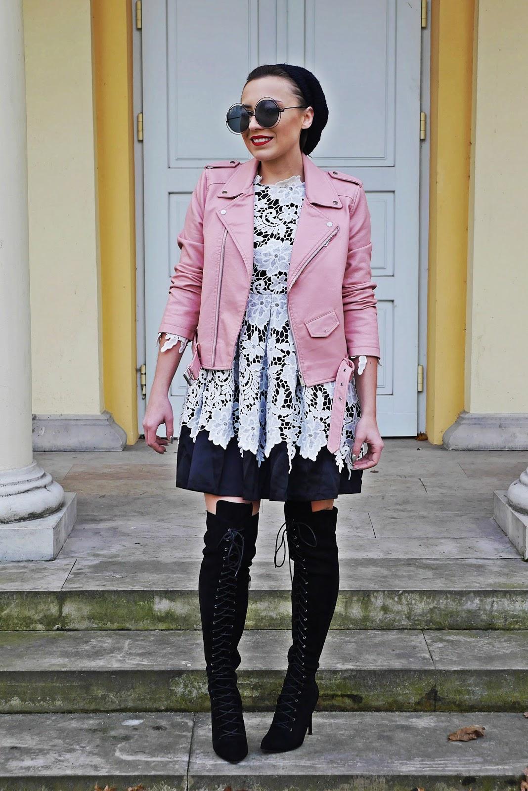 1_koronkowa_sukienka_rozowa_ramoneska_beret_buty_renee_kozaki_karyn_blog_modowy_181217a