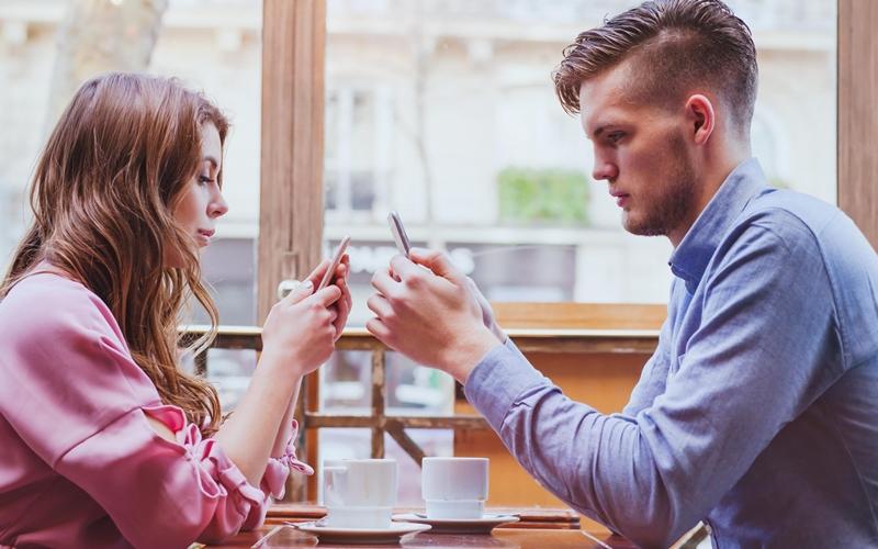 Sosyal medya hesaplarınızın şifresini sevgilinizle paylaşır mısınız?