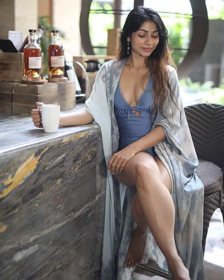 Tanisha Mukherjee Indian hot and bold full figured film actress,