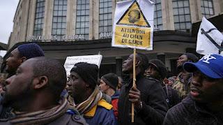 Με αφορμή το μέγα πρόβλημα της μετανάστευσης: Ολοταχώς προς τα δεξιά…