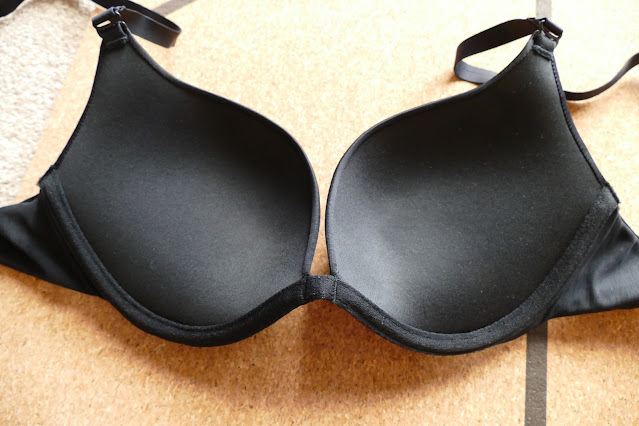 UK lingerie review, UK Lingerie blog review, UK lingerie reviews, UK lingerie Marie jo, wolford sheer touch push up bra review, UK lingerie shop, wolford bra review
