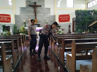 Kerahkan Anjing Pelacak untuk Pastikan Keamanan Gereja