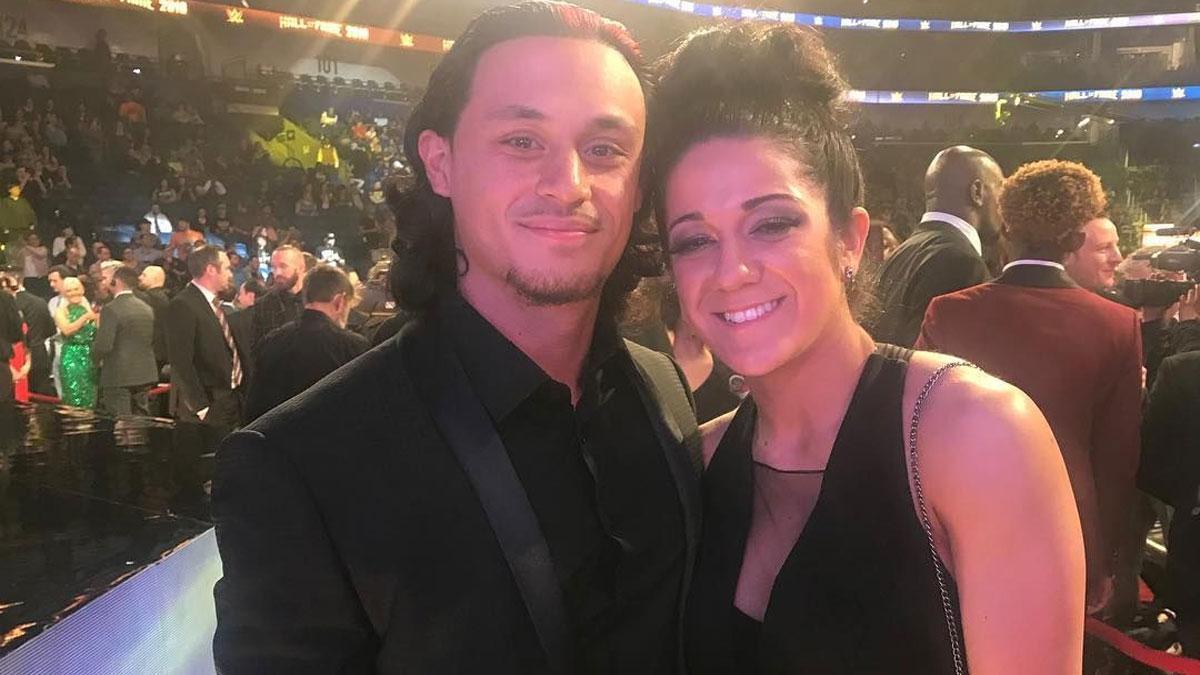 Aaron Solow e Bayley cancelam seu noivado