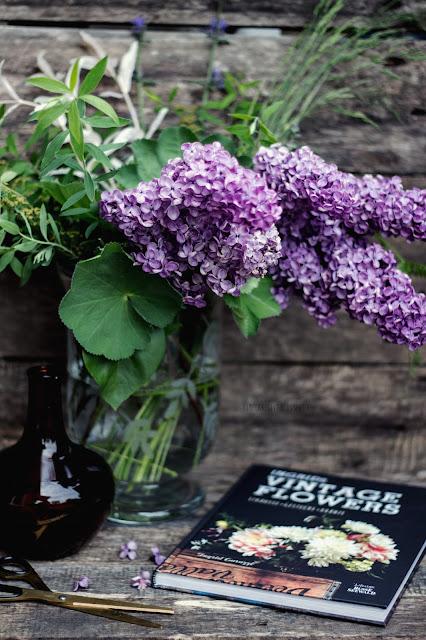 Vintage Flowers, Ingrid Carozzi, Blumen aus dem Garten, Blumenarrangement