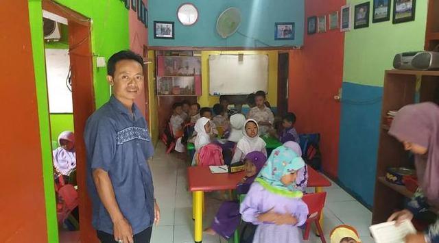 Kisah Undang Suryaman, Juru Parkir yang Mampu Mendirikan Sekolah TK Gratis