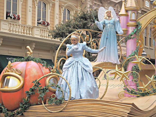 cinderella float disneyland paris parade