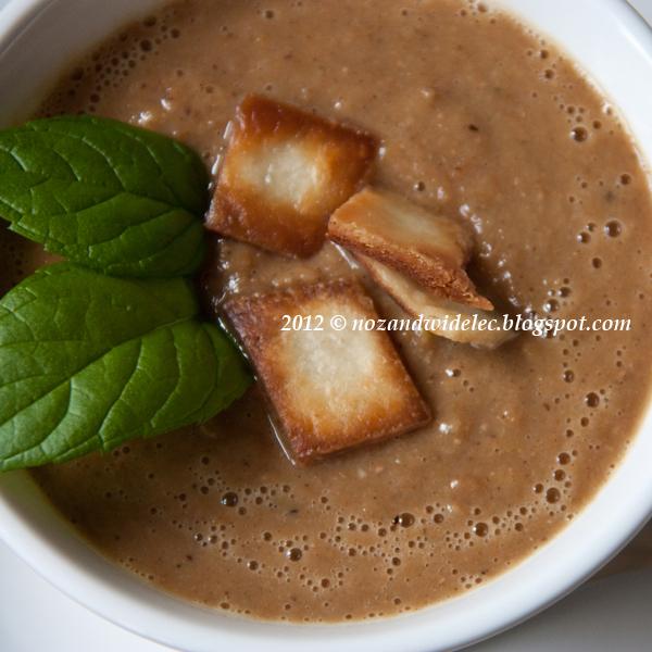 zupa, soczewica, grzanki