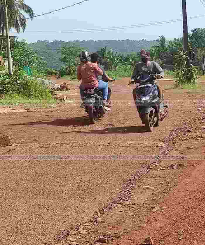 Kasaragod, Kerala, News, Muslim League submitted a petition to CH Kunjambu for Bovikanam - Bavikkara - Kuttyanam - Iriyanni road development.