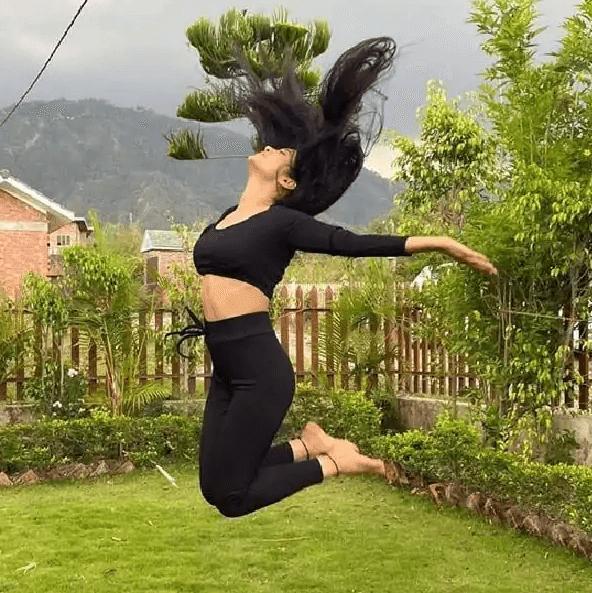 होमटाउन में इस तरह समय बिता रही हैं Shivangi Joshi