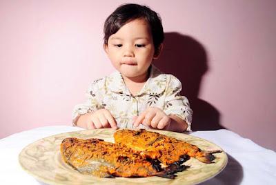 Makan ikan dapat Meningkatkan Kecerdasan Anak