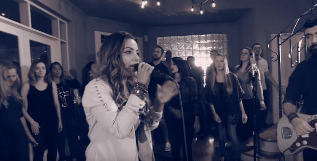 """Assista ao novo clipe de Gabriela Rocha: """"Meu Salvador"""""""