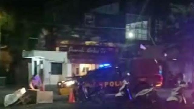 HMI Makassar Demo Tolak RUU HIP, Mobil Polisi Tabrak Panggung Orasi
