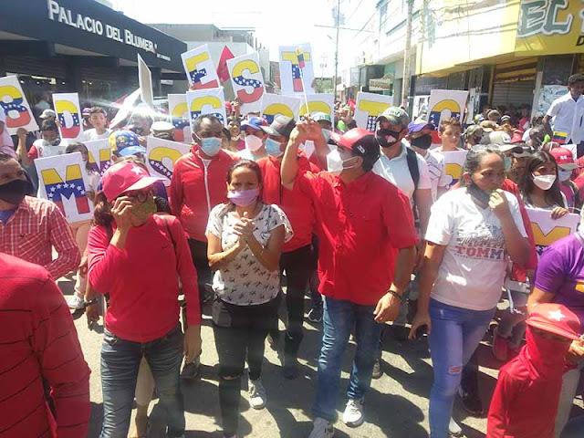 RAMÓN SUÁREZ CIERRA CAMPAÑA ELECTORAL RECORRIENDO LAS CALLES DE CARORA