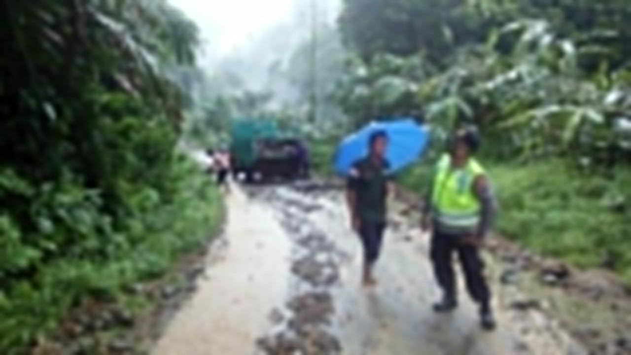 Waspada !! Terjadi Tanah Longsor di Tiga Titik Kecamatan Karangmoncol