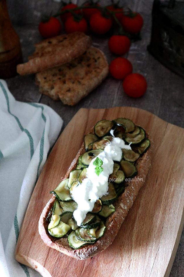 Frese lunghe integrali con zucchine alla poverella e burrata
